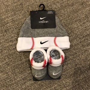 NWT Nike Baby MLB Hat and Booties